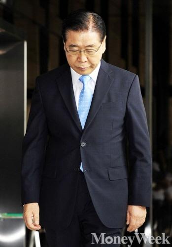 포스코그룹 비리 의혹에 연루된 정준양 전 회장이 조사를 받기 위해 3일 오전 서울 서초동 서울중앙지방검찰청에 출석했다. / 사진=임한별 기자