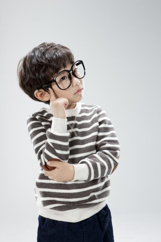 우리 아이가 자주 넘어지고, 눈 자주 비빈다면…'소아 약시'란?