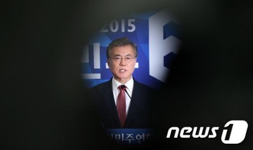 새정치민주연합 문재인 대표가 지난 9일 서울 여의도 국회에서 열린 긴급 기자회견에서 당 혁신안 및 자신의 거취와 관련한 입장을 밝히고 있다. /자료사진=뉴스1