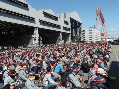 지난 9일 현대중공업 노동조합이 올해 임금협상 난항을 이유로 3차 부분파업에 들어간 가운데 울산 본사 노조 사무실 앞에서 집회가 열렸다. /사진=뉴시스 안정섭 기자