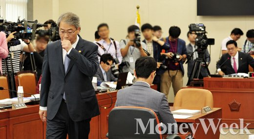 [MW사진] 국감 3일째, 금융위 시작 전부터 무거운 공기
