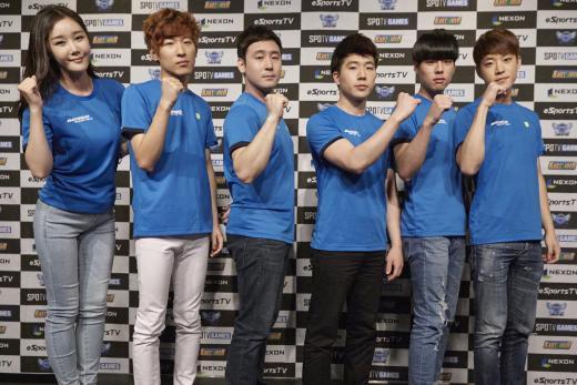(왼쪽부터)유니 매니저, 전대웅, 장진형, 강석인, 문호준, 서주원 감독