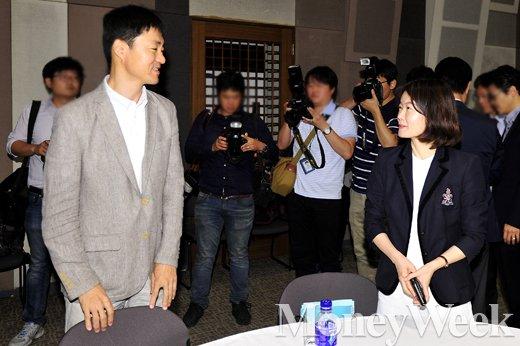 ▲(왼쪽부터) 네이버 유봉석 이사, 카카오 임선영 이사