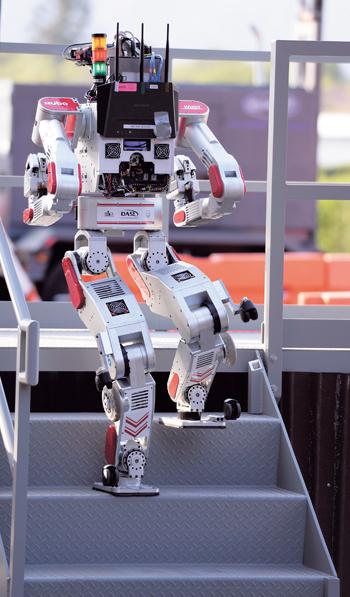 미션 수행중인 카이스트 로봇. /사진=뉴시스DB