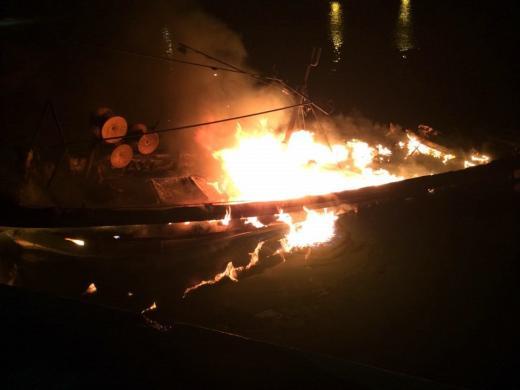 전남 여수 여자도서 정박 어선 3척 불… 인명피해는 없어