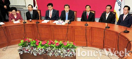 [MW사진] 새누리 최고중진 연석회의에서도 드러난 김무성-서청원 갈등