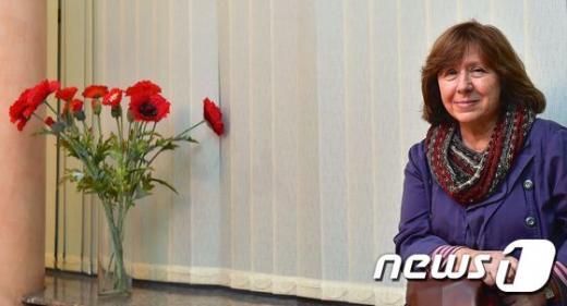 '노벨 문학상' 스웨덴 한림원은 8일(현지시간) 벨라루스의 스베틀라나 알렉시예비치를 2015년 노벨 문학상 수상자로 선정했다고 밝혔다. /사진=뉴스1(AFP제공)