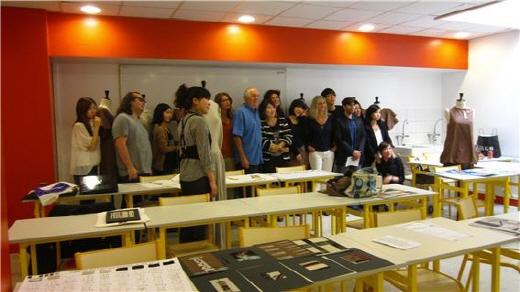 글로벌패션디자이너가 있는 패션스쿨에서 연수교육을 받고 있는 학생들. /사진=경기예술직업전문학교