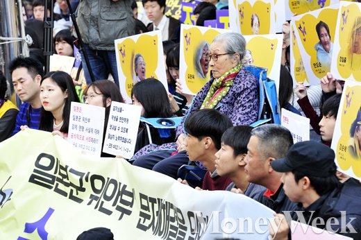 [MW사진] 1200회 맞은 수요집회 참석한 김복동 할머니