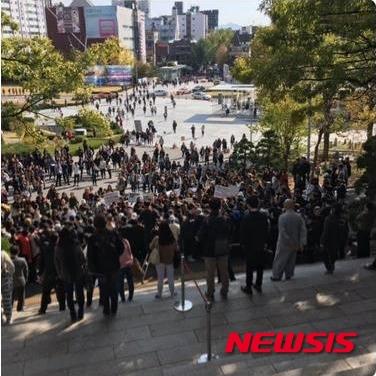 이화여대 학생들이 29일 박근혜 대통령의 교내 방문을 거부하며 시위를 벌였다. /사진=뉴시스(온라인커뮤니티 캡처)