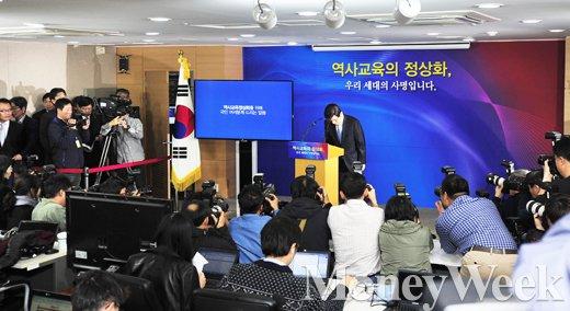 """[MW사진] 역사교과서 담화문 발표 황교안 """"정부의 진정성 믿어달라"""""""
