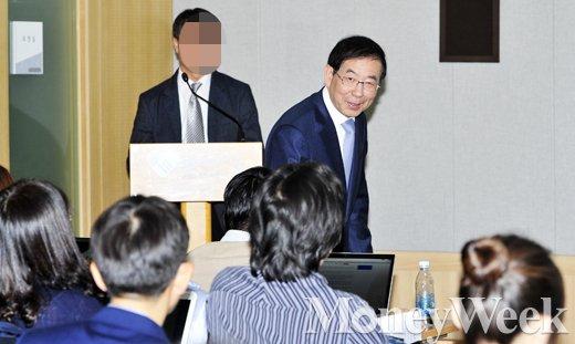 [MW사진] 강용석 고소 이후 '일자리 대장정' 브리핑 갖는 박원순