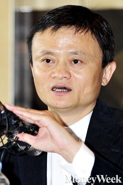 중국 최대 전자상거래 그룹 알리바바의 마윈 회장 미디어 브리핑이 지난 5월 19일 오후 서울 용산구 그랜드하얏트호텔에서 열린 가운데 마윈 회장이 질문에 답하고 있다. /사진=임한별 기자