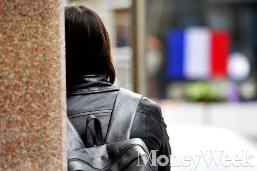 [MW사진] 파리 테러 3일째 맞은 주한프랑스 대사관 표정