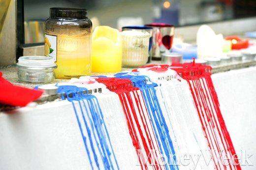 [MW사진] 파리 테러 3일째, 추모를 위해 타들어간 촛불들