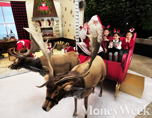 [MW사진] 쉐라톤 그랜드 워커힐, '핀란드 리얼 산타의 집' 오픈