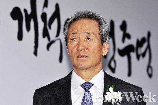 [MW사진] 손님맞이 준비하는 정몽준 아산재단 이사장
