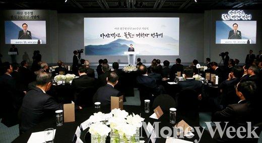 [MW사진] 이명박 축사, '그가 전하는 고 정주영 명예회장'