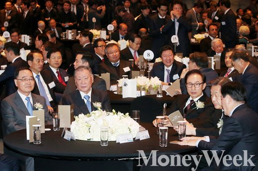 [MW사진] 아산 정주영 탄신 100주년 기념식에 참석한 정재계 인사들