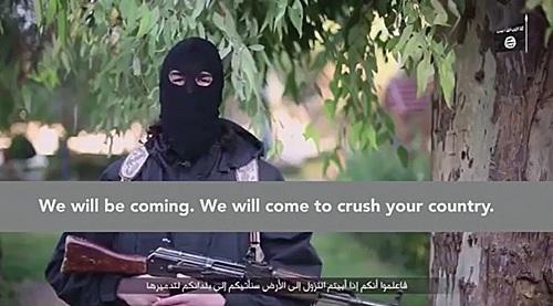 파리 연쇄 테러를 저지른 급진 무장단체 이슬람국가(IS)가 프랑스에 추가 테러를 감행하겠다고 프랑수아 올랑드 대통령을 협박하는 영상을 공개했다. /자료사진=트위터 캡처