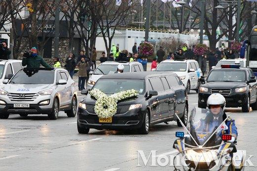 [MW사진] 영결식장 향하는 김영삼 전 대통령의 운구행렬