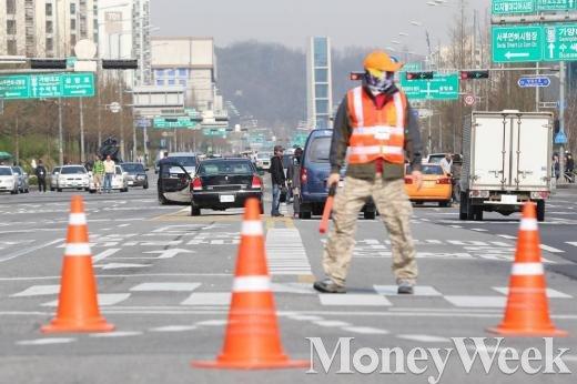 도로 통제. (사진은 기사와 무관함) /사진=뉴시스 최부석 기자
