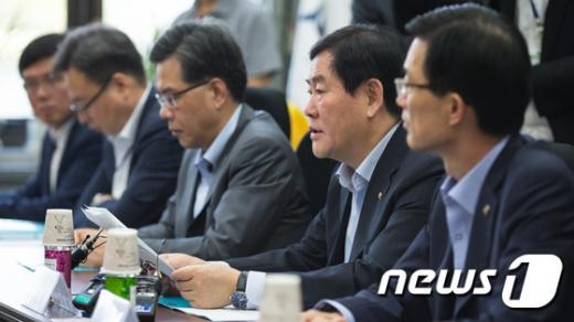 '최경환 기획재정부 장관, 경제부총리' 사진은 기사 내용과 무관. /사진=뉴스1
