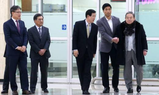 '이건희' 이건희 회장이 지난 2013년 인천공항을 통해 입국하고 있다. /사진=머니투데이DB