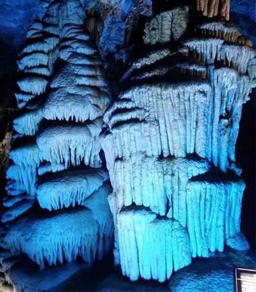금을 캐다가 발견한 화암동굴내의 종유석