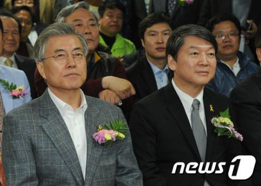 '문재인 안철수' 새정치민주연합 문재인 대표(왼쪽)와 안철수 전 공동대표. /자료사진=뉴스1