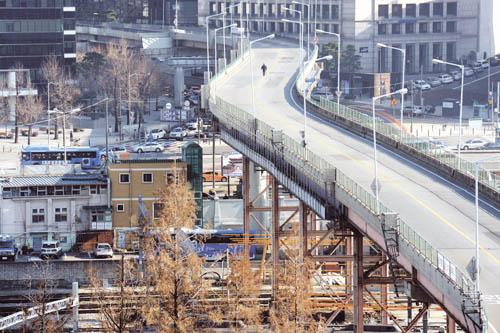 개통 45년 만에 폐쇄된 서울역 고가. /사진=뉴시스 박문호 기자