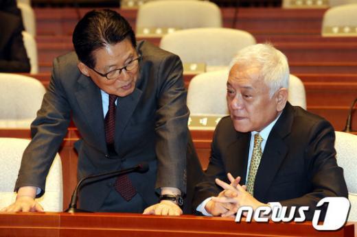 '박지원' '김한길' 박지원 의원(왼쪽)과 김한길 전 대표. /자료사진=뉴스1