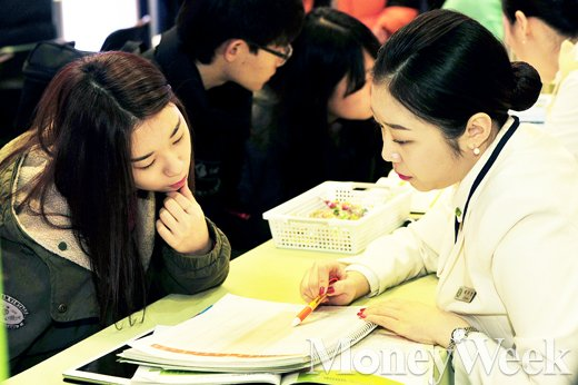 [MW사진] 전문대학 입학정보 박람회, 고민 또 고민