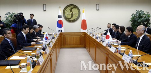 [MW사진] 일본군 위안부 문제 해결을 위한 한-일 외교장관회의