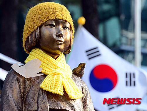 '위안부 협상' 서울 종로구 중학동에 자리한 '평화의 소녀상' /자료사진=뉴시스