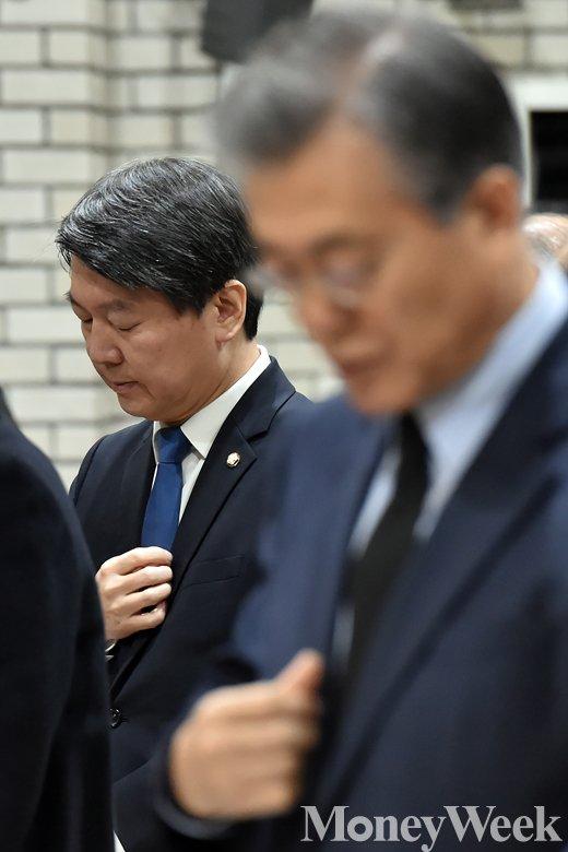 [MW사진] 고 김근태 추모 미사 드리는 안철수-문재인