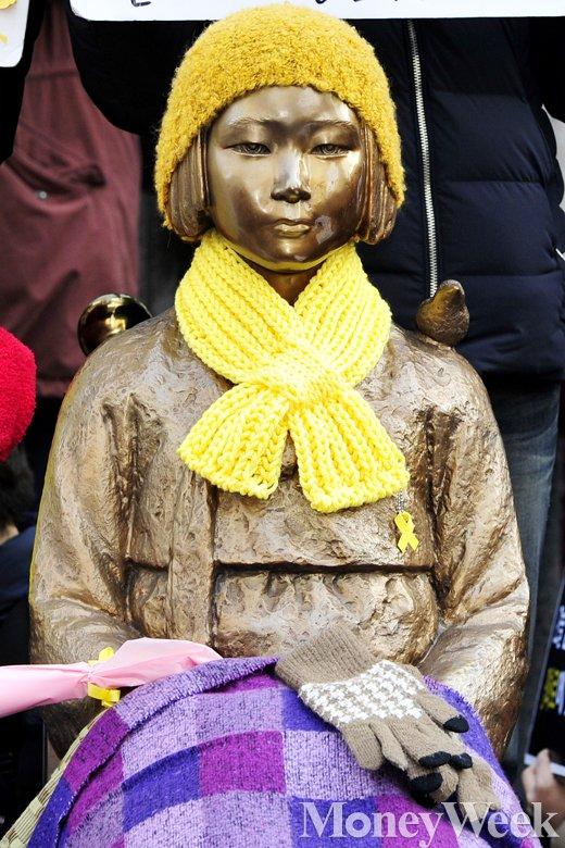 [MW사진] 국민적 관심 집중된 일본 대사관 앞 소녀상