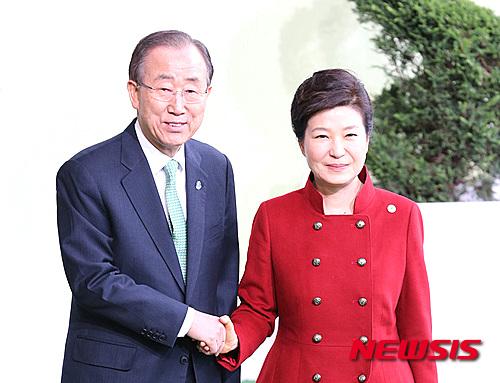 반기문 유엔 사무총장(왼쪽)과 박근혜 대통령. /자료사진=뉴시스DB