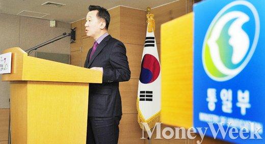 "[MW사진] 대북확성기 재개, 통일부 ""개성공단 철수는 이르다"""