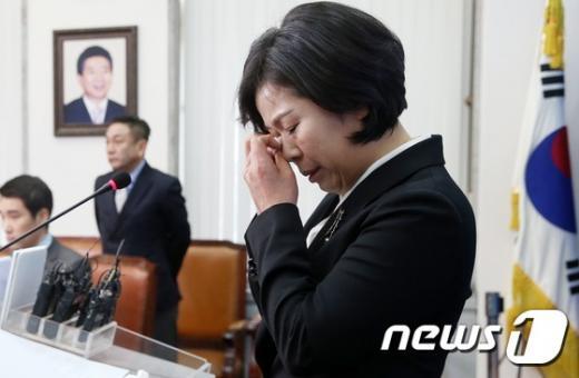 12일 더불어민주당에 입당한 양향자 상무가 입당인사를 하며 눈물을 흘리고 있다. /사진=뉴스1 오대일 기자