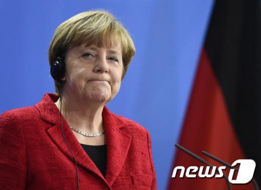 근심에 빠진 앙겔라 메르켈 독일 총리. /자료사진 AFP=뉴스1