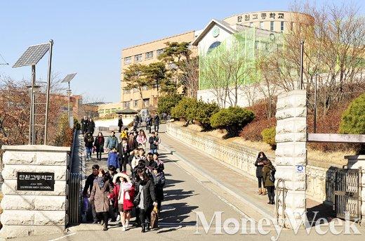 [MW사진] 세월호 참사 후, 단원고 생존학생의 졸업식