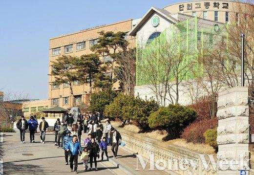 [MW사진] 북적대야 할 졸업식인데, 조용한 단원고 졸업식