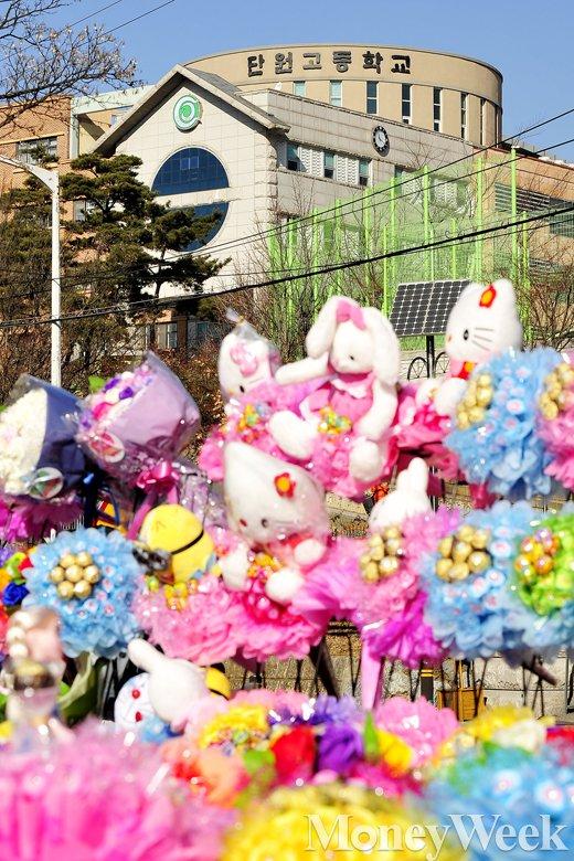 [MW사진]  세월호 참사 생존학생의 졸업식
