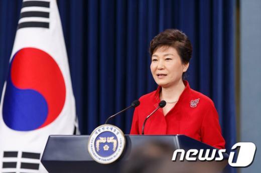 박근혜 대통령이 지난해 8월6일 청와대 춘추관 브리핑룸에서 대국민 담화를 발표하고 있다. /자료사진=뉴스1
