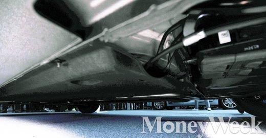 [MW사진] 아이오닉 하이브리드, 밑에서 바라본 또 다른 모습