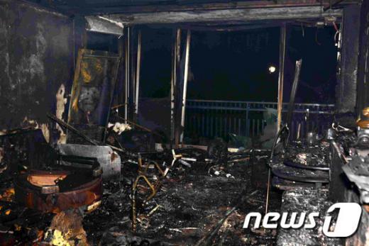 서울 강남구 도곡동의 한 아파트에서 불이나 일가족 4명이 숨졌다. /사진=뉴스1(강남소방서 제공)