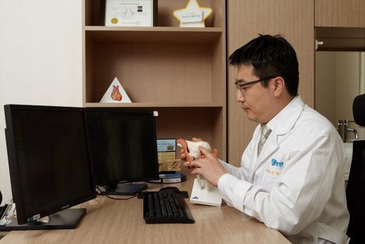 관절 퇴행 시작되는 중년층, 어깨 통증 '삼각근하점액낭염' 주의