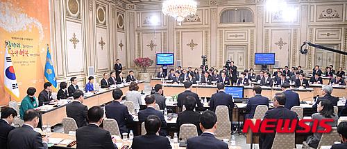 박근혜 대통령이 20일 오전 청와대에서 열린 국민행복 분야 합동 업무보고에 참석, 모두발언을 하고 있다. /사진=뉴시스 전진환 기자