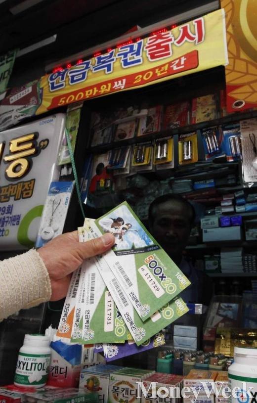 고소득층 복권 더 산다… 구매자 월 400만원 이상 55.3%